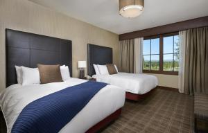 Junior Suite with Two Queen Beds with Southern View