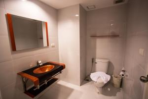 The Original Orange Hotel, Отели  Накхонситхаммарат - big - 28