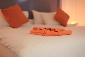 The Original Orange Hotel, Отели  Накхонситхаммарат - big - 26