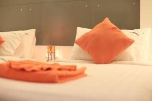 The Original Orange Hotel, Отели  Накхонситхаммарат - big - 25