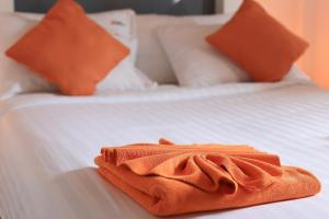 The Original Orange Hotel, Отели  Накхонситхаммарат - big - 32