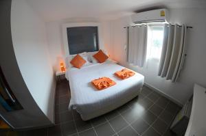 The Original Orange Hotel, Отели  Накхонситхаммарат - big - 21