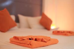 The Original Orange Hotel, Отели  Накхонситхаммарат - big - 4