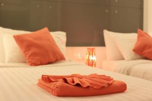 The Original Orange Hotel, Отели  Накхонситхаммарат - big - 8