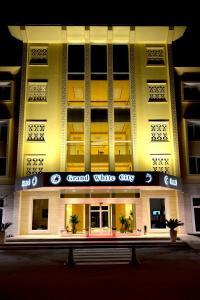 Grand White City Hotel, Отели  Берат - big - 1