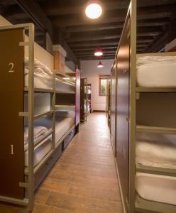 女性用 ベッド16台 ドミトリールーム ベッド1台