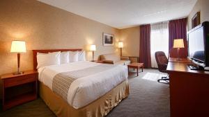 Queen Room with Sofa Bed - Second Floor