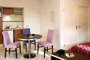 Adonis Carcassonne, Aparthotels  Carcassonne - big - 3