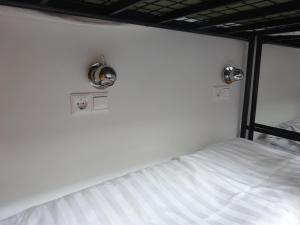 ドミトリールーム 男女共用 大人30名用 二段ベッドのベッド1台