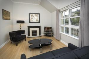 One-Bedroom Apartment - Old Tolbooth Wynd
