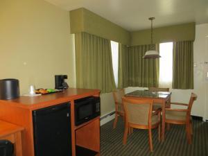 Two-Bedroom Queen Suite - Non-Smoking
