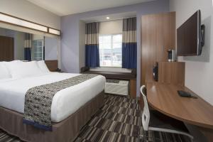 Standard Queen Room with One Queen Bed