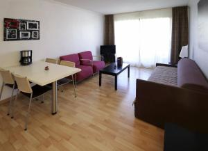 One-Bedroom Apartment with City View (4 Adults)