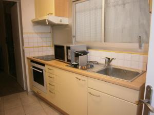 Vintage apartment, Apartmanok  Cannes - big - 36