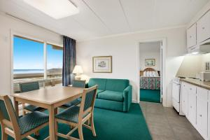 Suite with Four Double Beds  - Non-Smoking