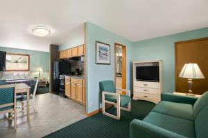 Standard Double Suite with Two Double Beds - Non-Smoking