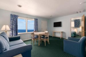 Suite with Three Queen Beds - Ocean View  - Non-Smoking
