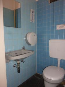 Dvoulůžkový pokoj s oddělenými postelemi a vlastní koupelnou na patře