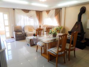 Residencial Familiar De Gramado, Case vacanze  Gramado - big - 1