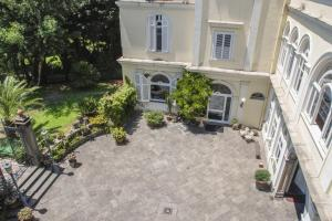 B&B Villa Ocsia, Bed and Breakfasts  San Giorgio a Cremano - big - 37