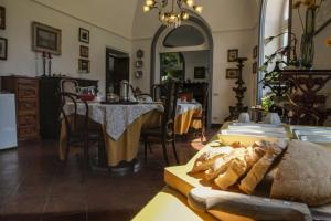 B&B Villa Ocsia, Bed and Breakfasts  San Giorgio a Cremano - big - 56