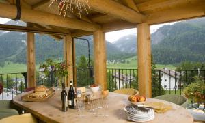 Chalet Chesarina, Alpesi faházak  La Punt-Chamues-ch - big - 5