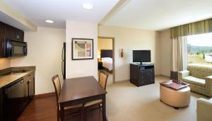 Two-Bedroom Suite with Mobility/Hearing Access - Non-Smoking