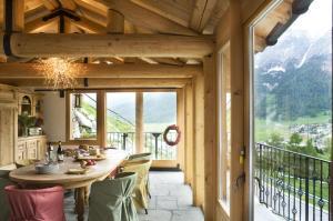 Chalet Chesarina, Alpesi faházak  La Punt-Chamues-ch - big - 8