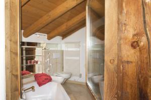 Chalet Chesarina, Alpesi faházak  La Punt-Chamues-ch - big - 12