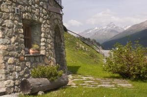Chalet Chesarina, Alpesi faházak  La Punt-Chamues-ch - big - 16