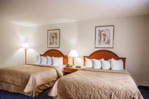 Queen Room with 2 Queen Beds - Smoking