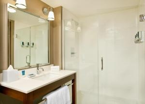 Double Room with Two Double Beds - Disability Access Roll In Shower