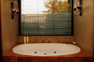 Superior Queen Room with Spa Bath