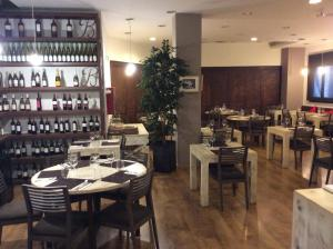 Hotel Don Jaime 54, Hotely  Zaragoza - big - 37
