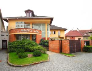 Penzion Lipa, Guest houses  Otrokovice - big - 13