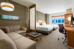 Værelse med 2 queensize-senge og sovesofa