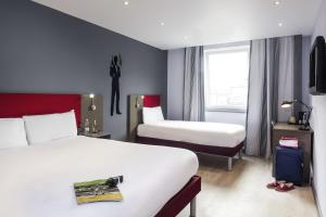 Standard Room with 1 Double Bed + 1 Single Bed