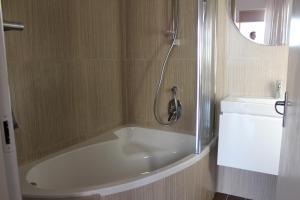 Dobbeltrom Deluxe med badekar