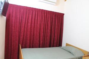 Apartamento de tres habitaciones sin cocina y con baño privado externo