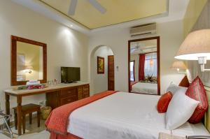 Standard Double Room - 1 King Bed