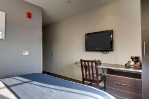 Queen Room with Queen Bed - Non Smoking
