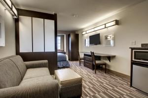Queen Suite with Queen Bed - Non Smoking