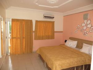 Royal Hotel & Residences, Hotely  Abobo Baoulé - big - 3