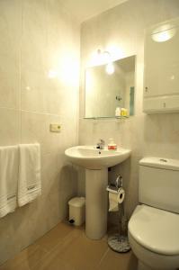 Hotel Apartamentos Aralso Sotillo, Apartmanhotelek  La Lastrilla - big - 16