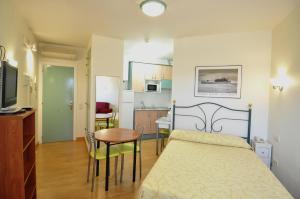 Hotel Apartamentos Aralso Sotillo, Apartmanhotelek  La Lastrilla - big - 11