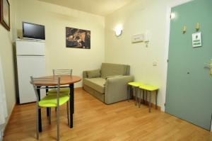 Hotel Apartamentos Aralso Sotillo, Apartmanhotelek  La Lastrilla - big - 4
