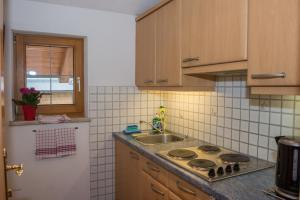 Kreuzhof, Bed and Breakfasts  Seefeld in Tirol - big - 8