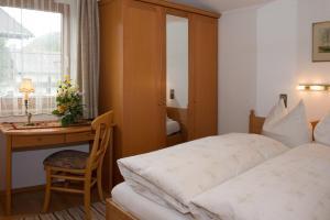 Kreuzhof, Bed and Breakfasts  Seefeld in Tirol - big - 13