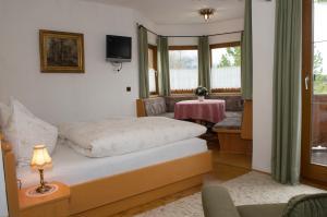 Kreuzhof, Bed and Breakfasts  Seefeld in Tirol - big - 18