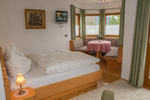 Kreuzhof, Bed and Breakfasts  Seefeld in Tirol - big - 4
